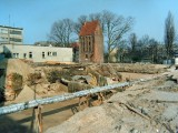 budowa przed basztą