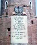 tablica pamiątkowa na latarni morskiej