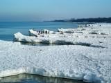oblodzona plaża w Kołobrzegu